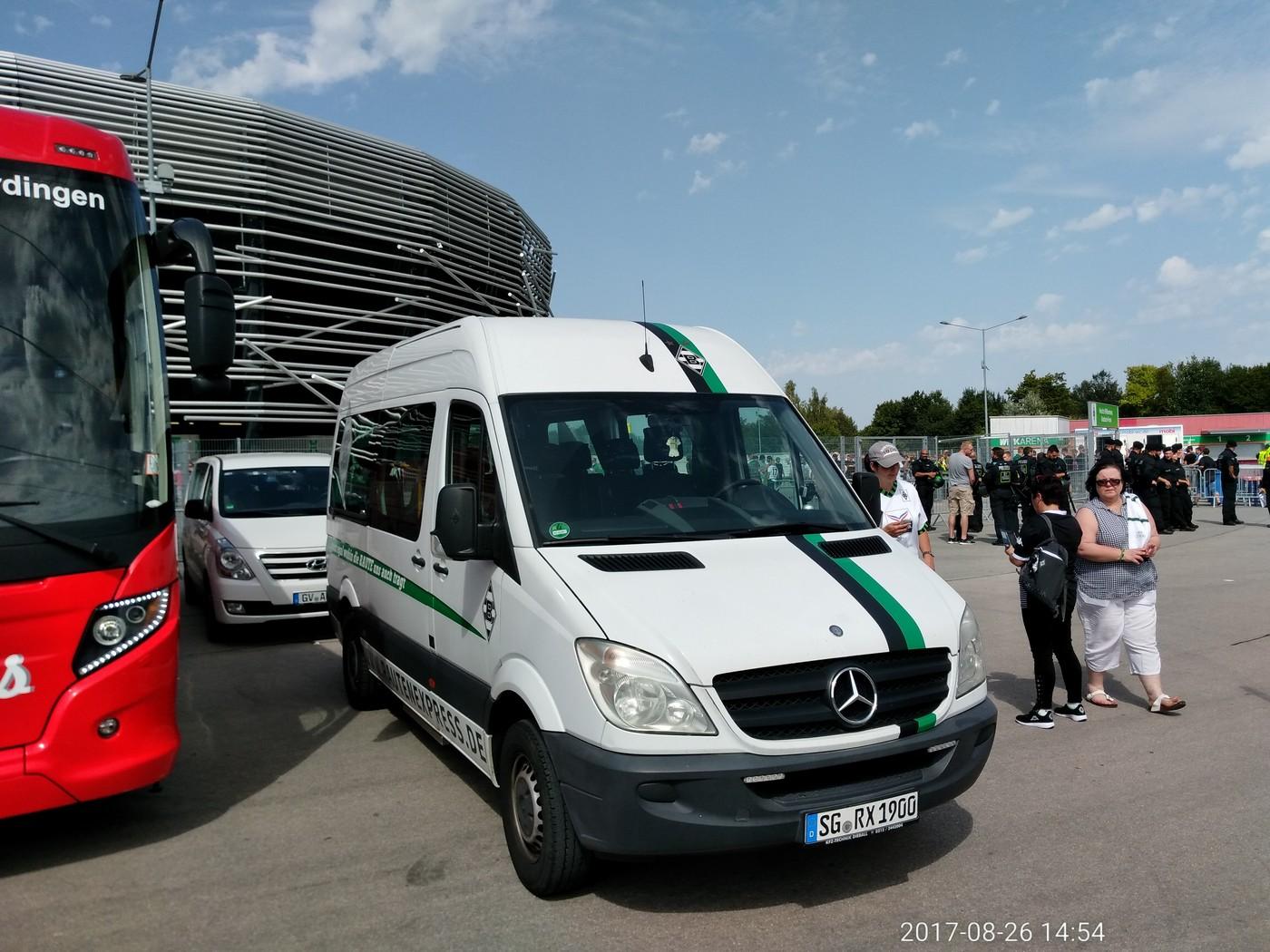Parkplatz für den Rautenexpress direkt an der WWK-Arena