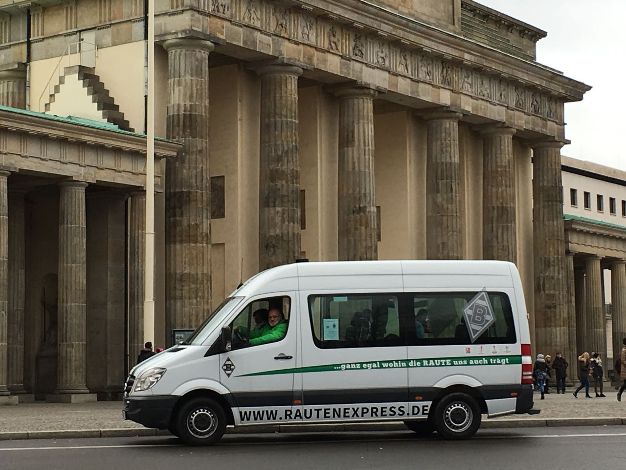 Andreas am Steuer des  Rautenexpress am Brandenburger Tor